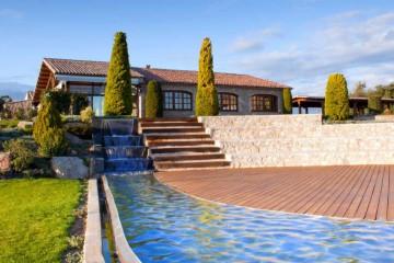 Casas rurales con encanto en berga barcelona masias for Casas rurales con encanto y piscina