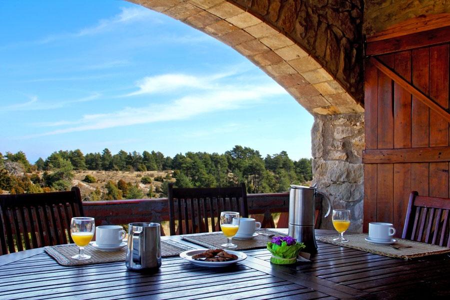 Casa rural con piscina climatizada la balconada rural for Casas con piscina baratas barcelona